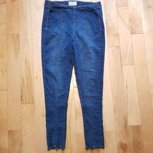 Free People blue jean jeggings raw hem size 30
